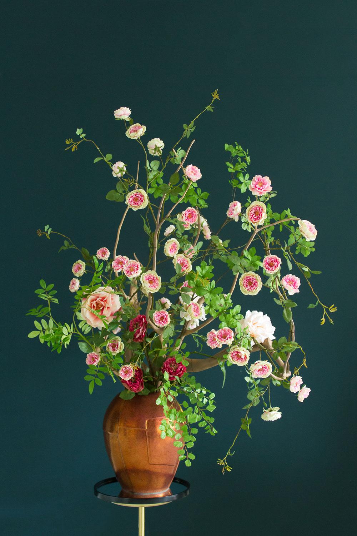 Zijden bloemen in een vaas van Moos Natuurlijk
